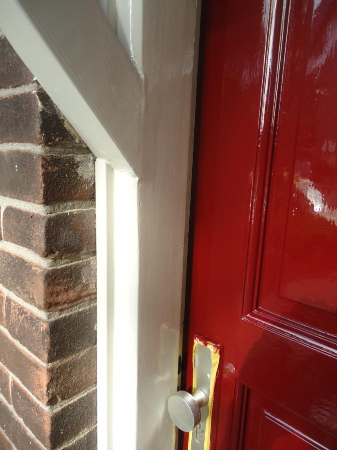Eindresultaat schilderen voordeur en kozijnen